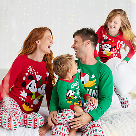 holiday-sleepwear-set-for-the-whole-family