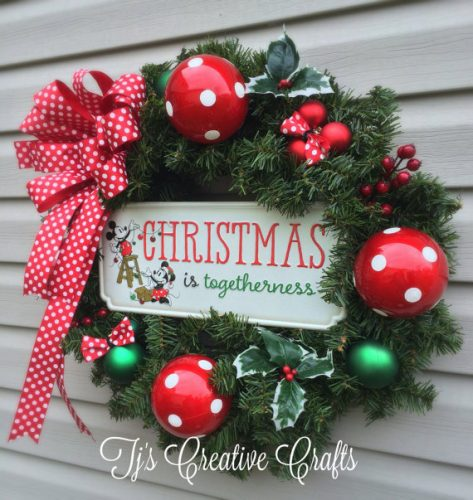 disney-christmas-wreath