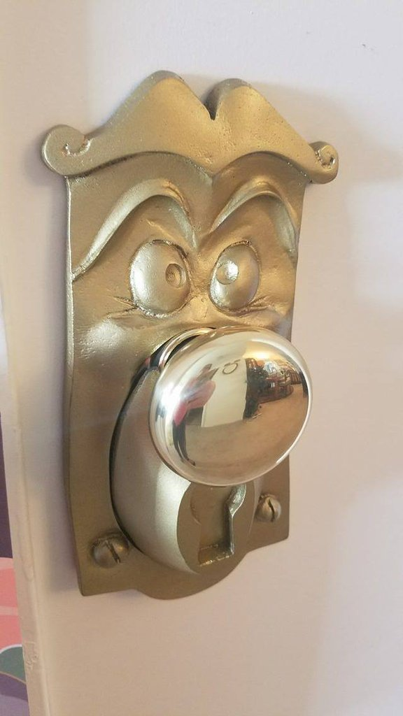 Transport yourself to wonderland with this alice in for Alice in wonderland door knob disney decoration